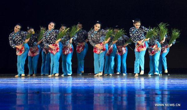 Artists from S China Perform at Silk Road Int'l Arts Festival