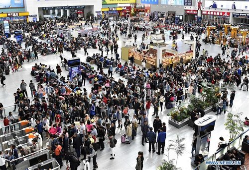 China Witnesses Travel Peak During National Day Holiday
