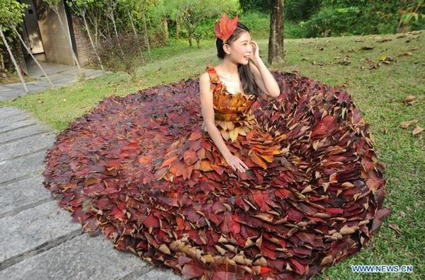 Dress Made of 5,888 Leaves Seen in S China