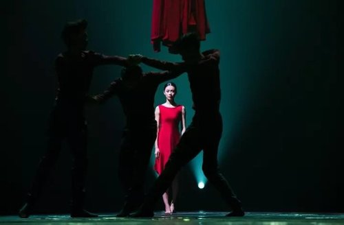 Classical Dancer Stages Contemporary Work in Shanghai