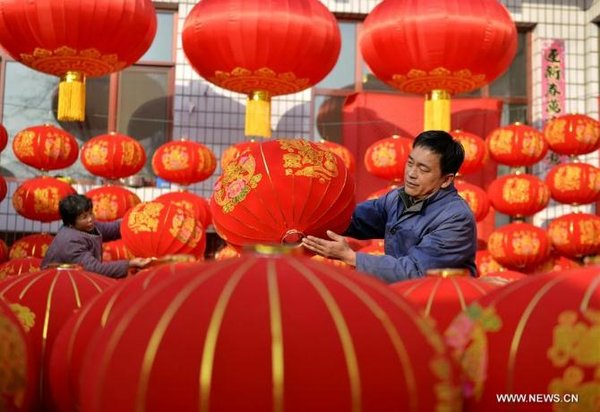Lantern Making Industry Creats Job Opportunities for Farmers in N China