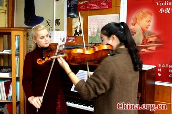 Russian Couple Injects Vitality into C China's Hunan Institute