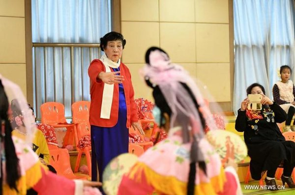 Retired Teacher Opens Peking Opera Class for Young People in Beijing