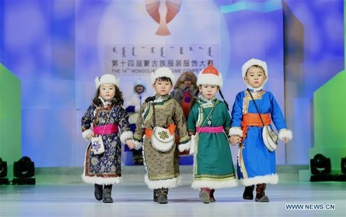Mongolian Ethnic Clothing Weaves Together Tradition, Innovation