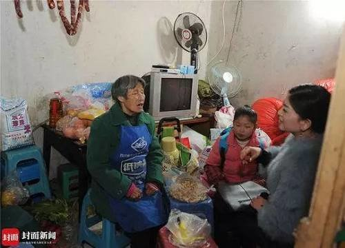 Granny Touches City for Supporting Impoverished Family
