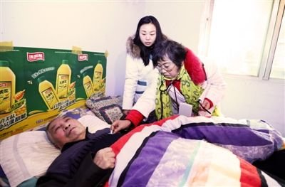 Retired Doctors Offer Health Services in SW China Community