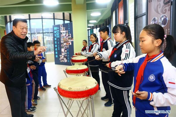 Students in N China Have Intangible Cultural Heritage Lessons