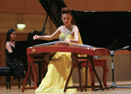Female Music Teacher Promotes the Chinese Zither Worldwide