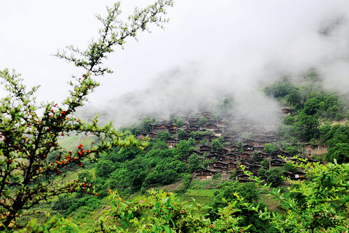 Tongle: Hometown of Lisu's Dwellings, Dancing
