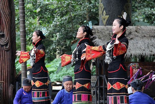 Xi's Boao Forum Speech Makes This Hainan Folk Song A Hit
