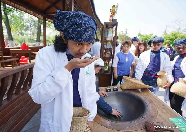 Foreign Students Learn Tea Culture in E China