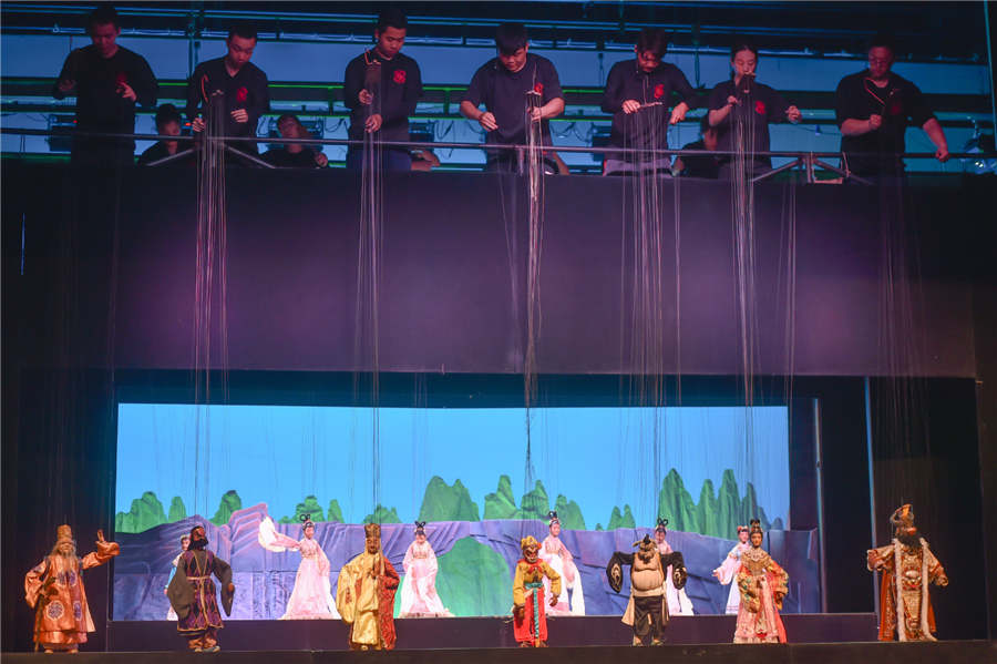 Young Actors Inherit Traditional Puppet Show in Quanzhou