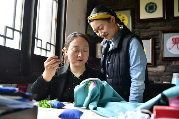 Beichuan: Residents Protecting Qiang Embroidery