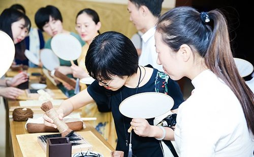 Young Chinese Usher 'Guoxue' into Modern Era