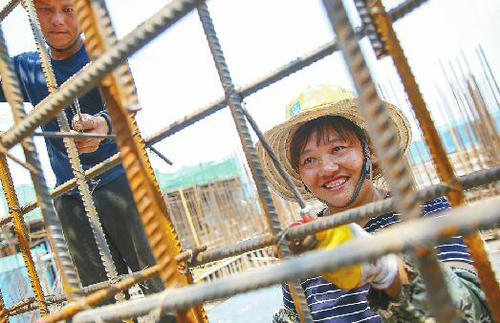 A Mixture of Fatigue and Tears: Female Construction Workers Strive Under High Temperatures