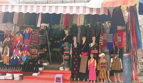 Modern Elements Added to Tibetan Costumes