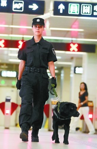 Police Dog Trainer Contributes to Rail Transit Security