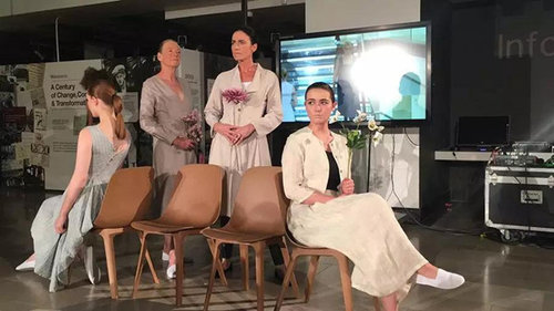 Cwu Students Exhibit Fashion Products At Northern Ireland Linen Biennial All China Women S Federation