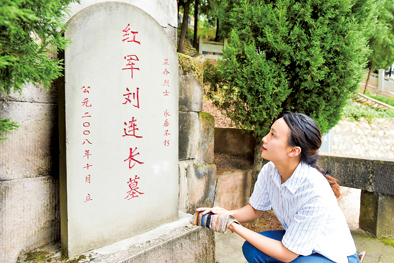 University Graduate Fulfills Family Commitment by Caring for Martyrs'Graves