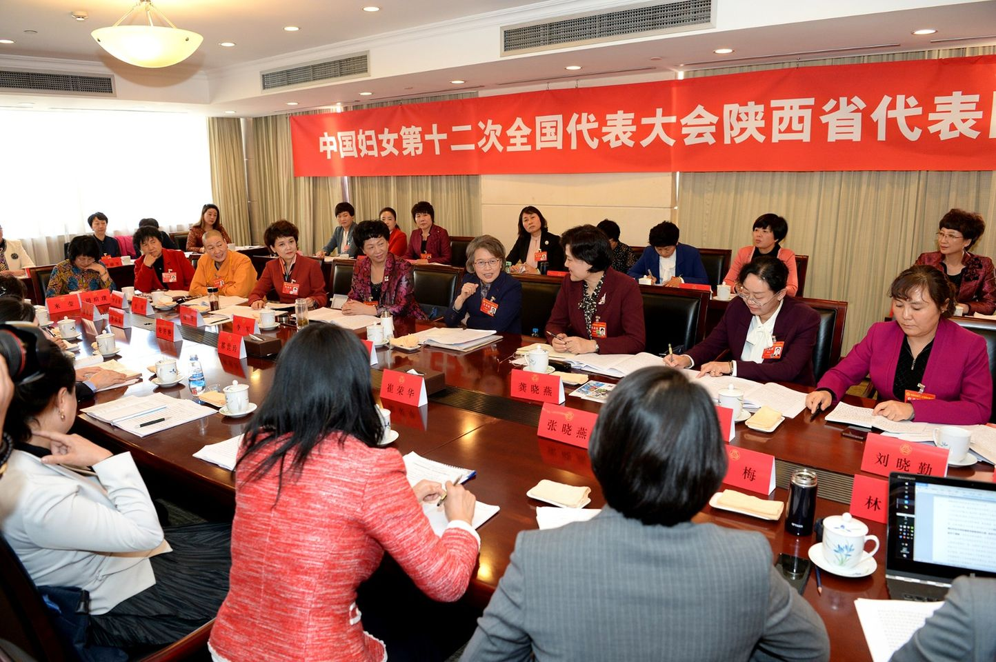 ACWF VP Attends Meeting of Shaanxi Delegation