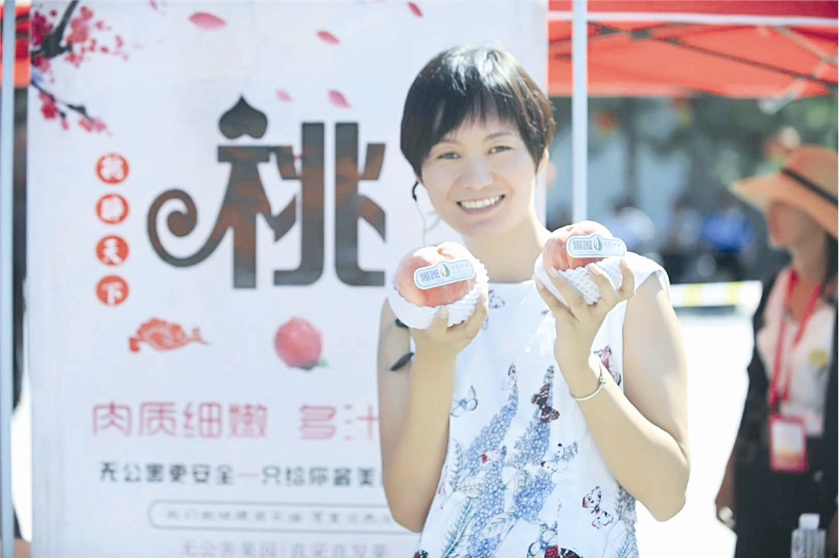 Entrepreneur in Beijing Committed to Peach Marketing via Internet