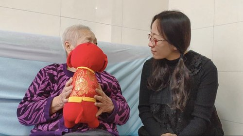 Caring Daughter Finds New Life Looking after Dad with Alzheimer's