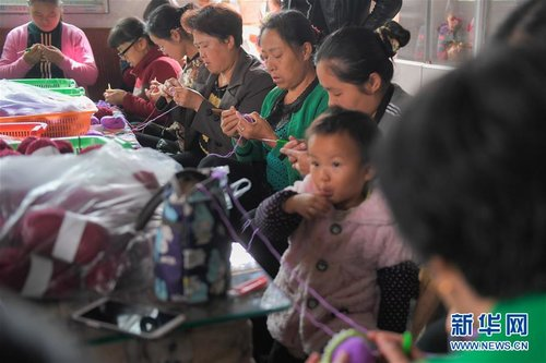 Businesswoman Helps Locals Boost Incomes Through Weaving in S China