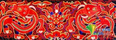 Curator Inherits, Innovates Miao Ethnic Embroidery