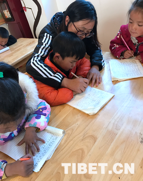 Grassroots Official Makes Trilingual Kindergarten Possible in SW China