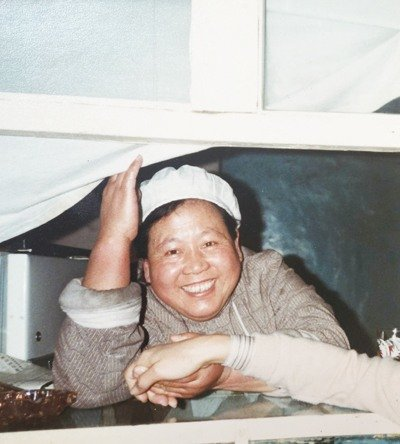 Former Housewife Recalls Setting up First Private Restaurant in China in 80s