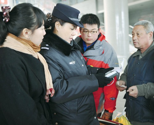 Policewoman in NW China's Xinjiang Excels in Tracking down Furtives