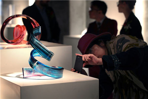 A Show of Glass: Shanghai Hosts French Sculptor