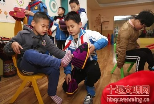 A Series of Incidents in Snowy Weather Bring Love and Warmth to People in C China
