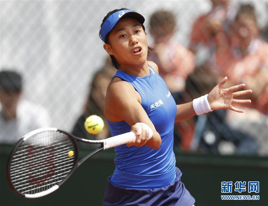 China's Zhang Storms Into French Open Second Round