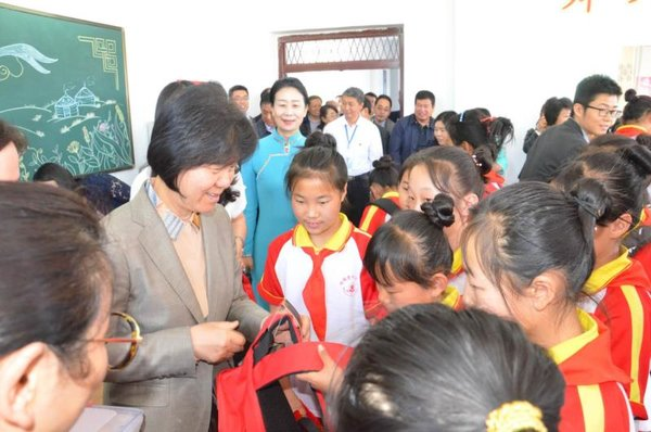 Shen Yueyue Visits Children in Inner Mongolia Ahead of International Children's Day