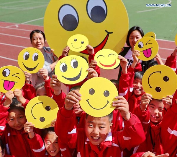 #CHINA-WORLD SMILE DAY-GREETING (CN)
