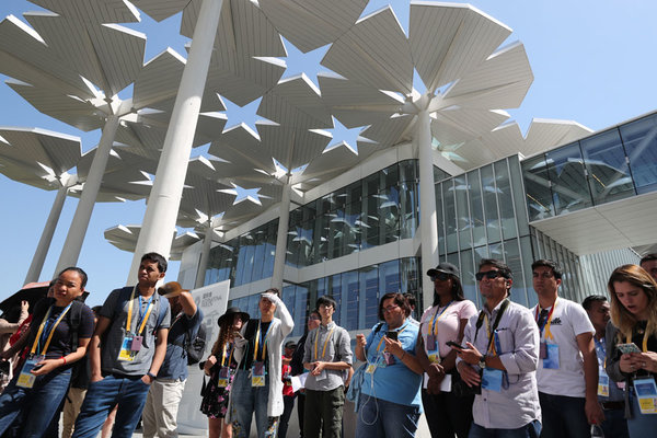 Foreign journalists visit expo ahead of conference
