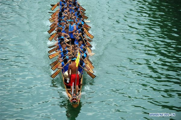 Dragon Boat Races Make Way for Gaokao