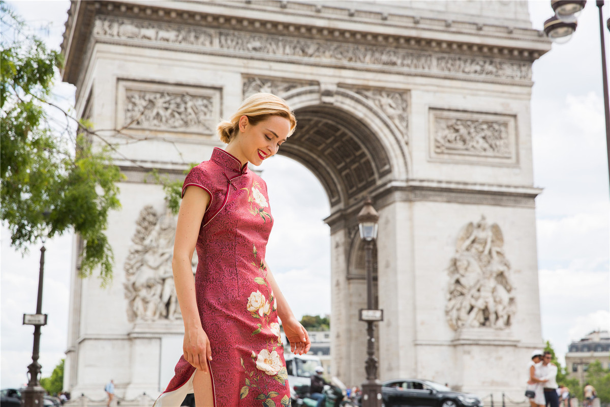 Traditional Chinese Dress Goes Global