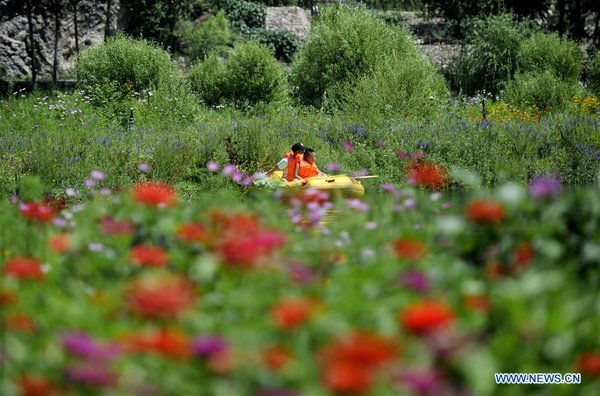 Tourists Experience Drifting at Scenic Spot in Chengde, N China's Hebei