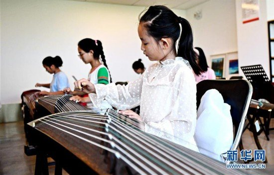 Langfang Offers Free Art Courses for Local Students