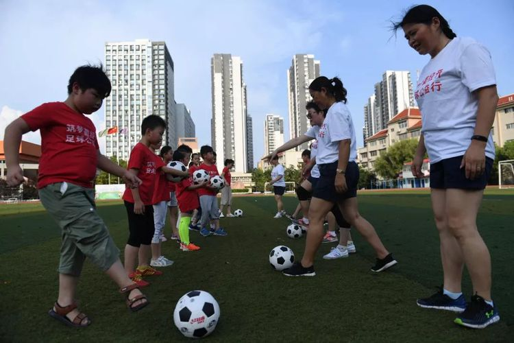 Hefei's First Women Football Players Inspire Students to Pursue Footballing Dream