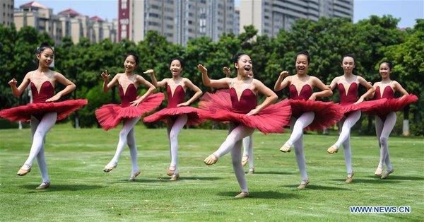 CHINA-GUANGXI-QINZHOU-YOUNG BALLET DANCER-VACATION (CN)
