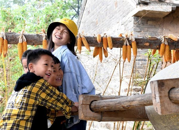Visitors Experience Rural Life in Central China's Henan during National Day Holiday