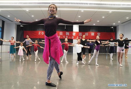 Over 80 Ballet Lovers Participate in Free Ballet Course in Shanghai