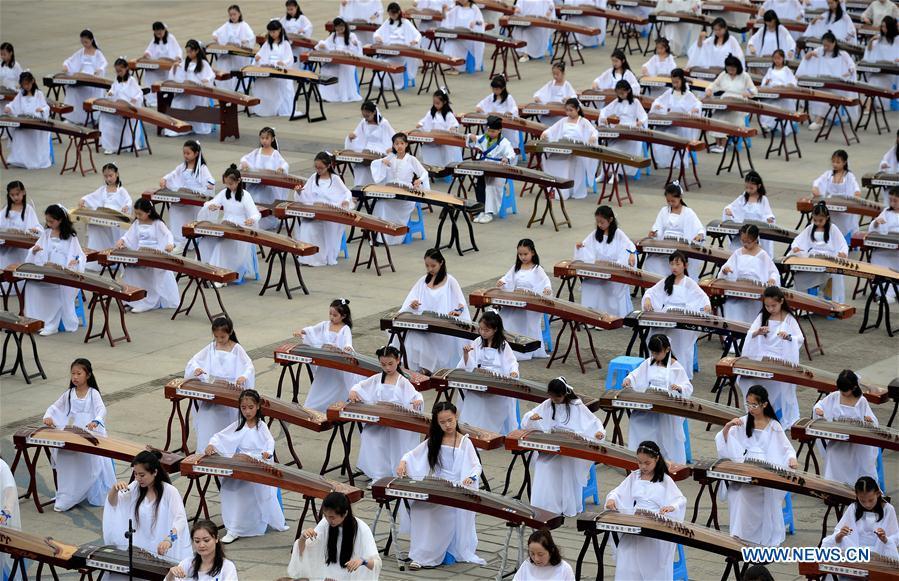 Guzheng, Qipao Show Held in Xi