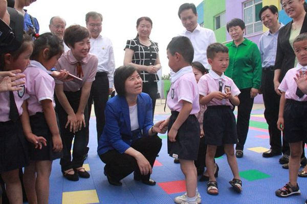 ACWF President Inspects Kindergarten for Left-behind Children in N China