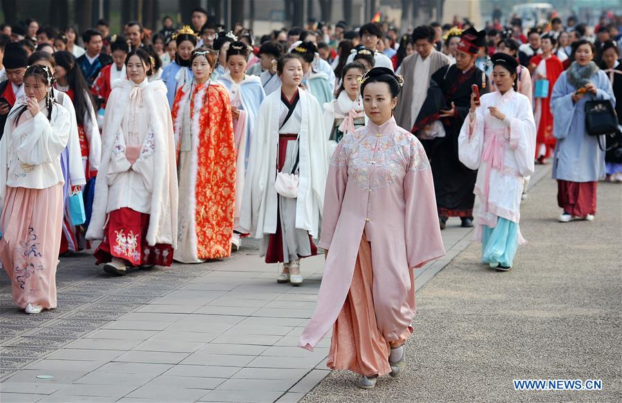 Hanfu Lovers Promote Traditional Chinese Culture in Xi
