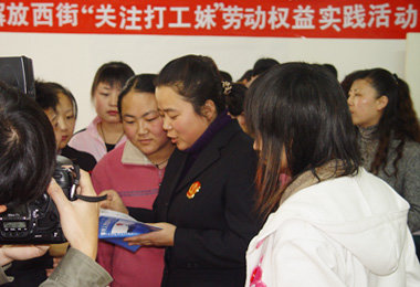 """yinchuan women January 17th, ningxia yinchuan prison and ningxia women's prison cooperated  to hold the """"2012 family meetings for prisoners event."""