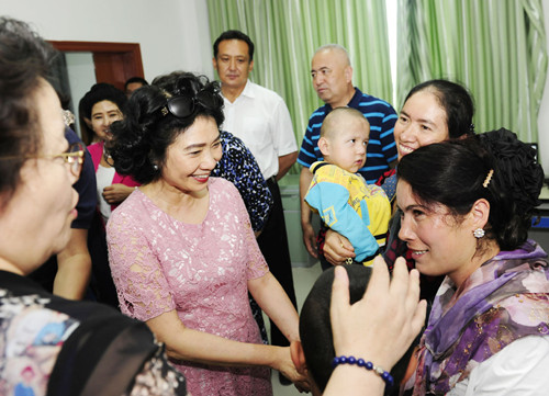 Lifeline Express Eye-care Charity Workers, Reporters Visit Patients in NW China